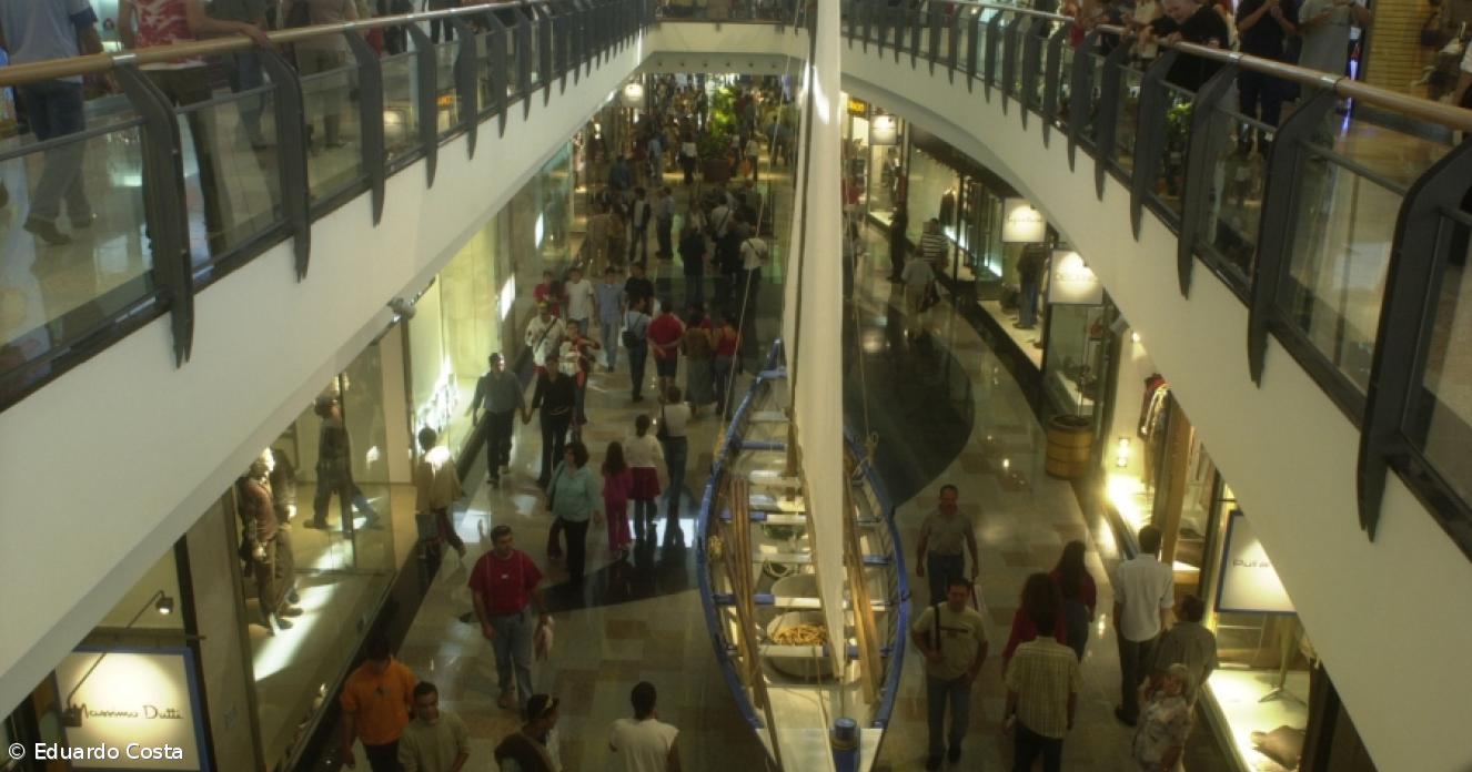 fe20f2a3c Crise varre lojas do Parque Atlântico - Açoriano Oriental